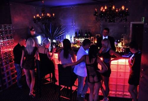 Ночной клуб для одиноких газгольдер клуб в москве фото